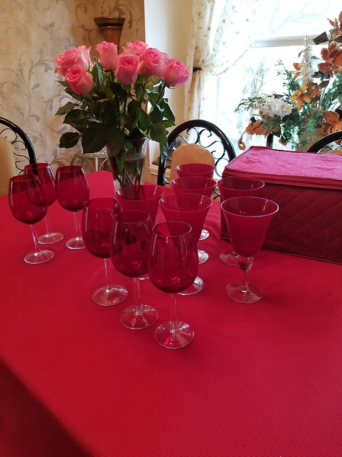 Pre-owned. Wine Glass (set of 12) with storage case
