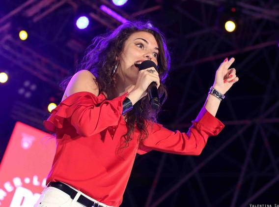 Silvia deejay on stage 2.jpg