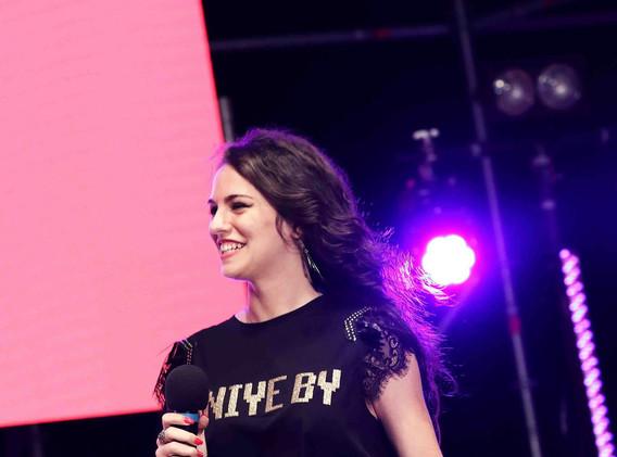 Silvia deejay on stage 10.jpg
