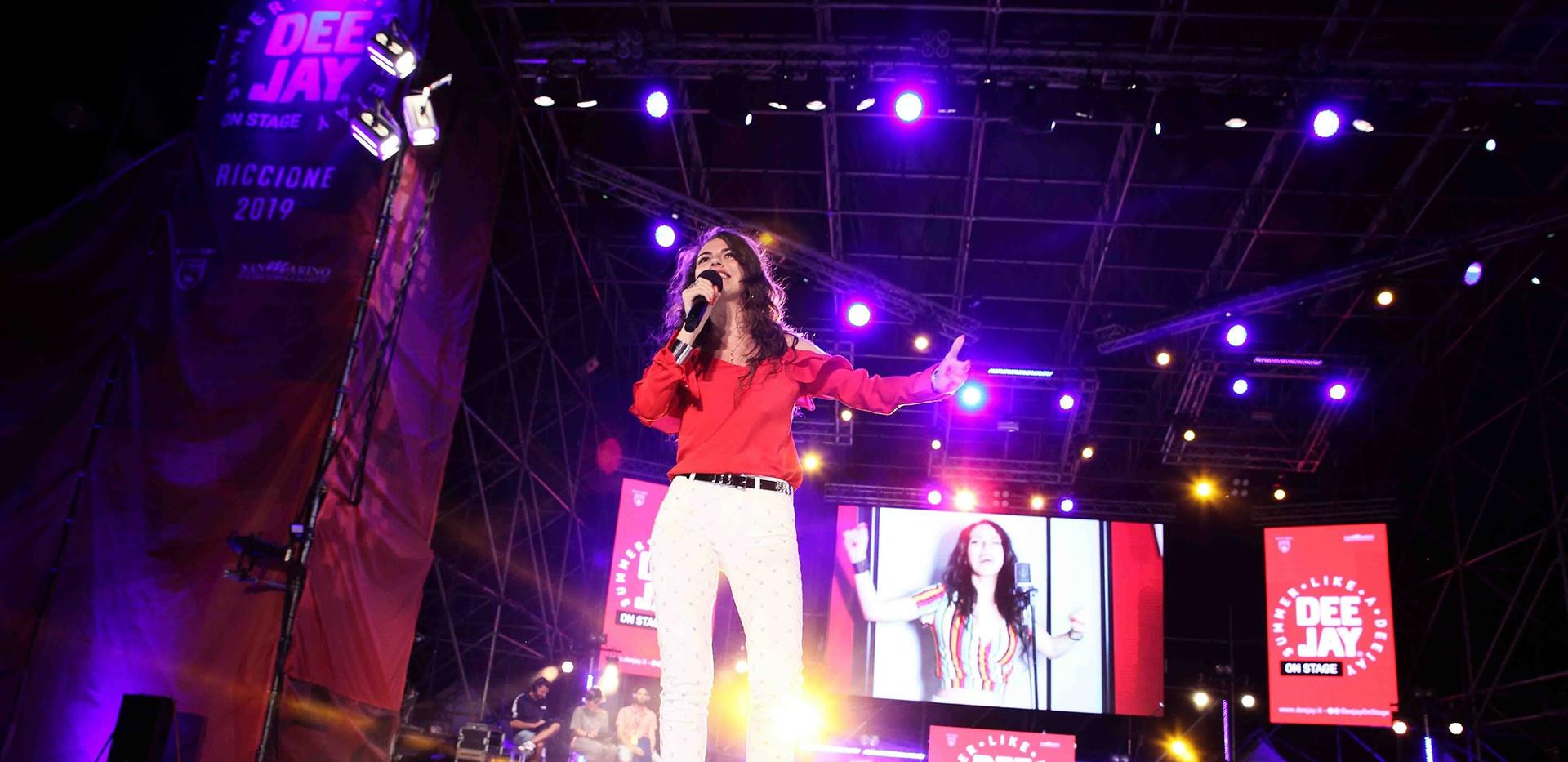 Silvia deejay on stage 7.jpg