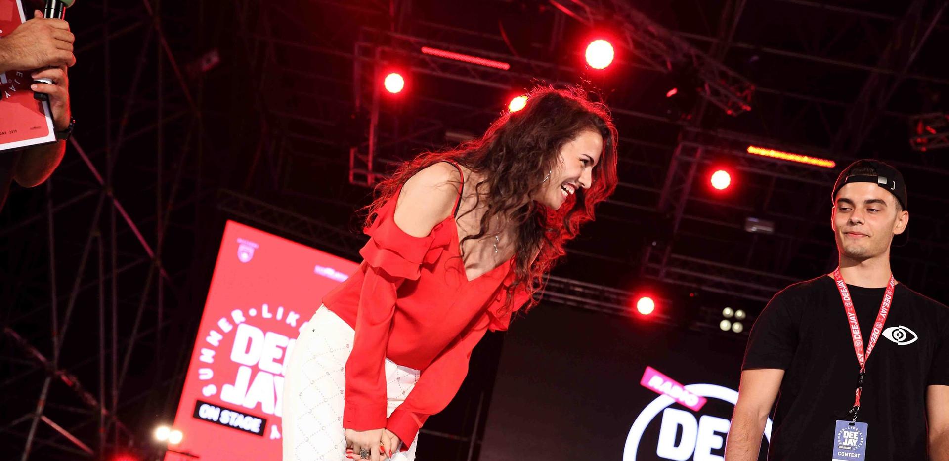 Silvia deejay on stage 18.jpg