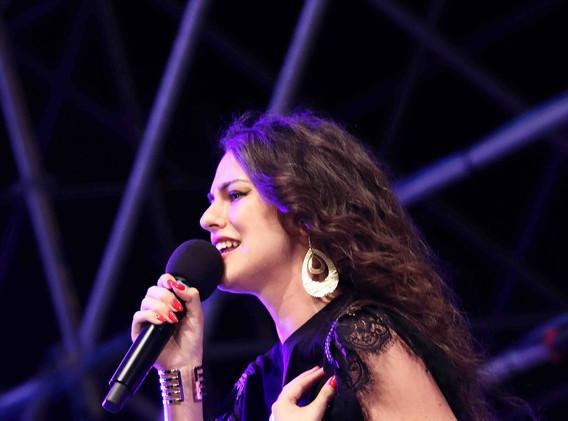 Silvia deejay on stage 8.jpg