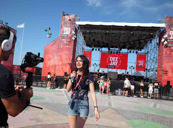 Silvia deejay on stage 11.jpg