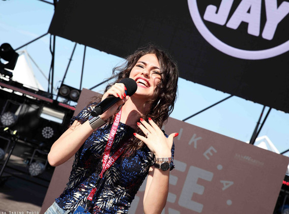 Silvia deejay on stage 12.jpg