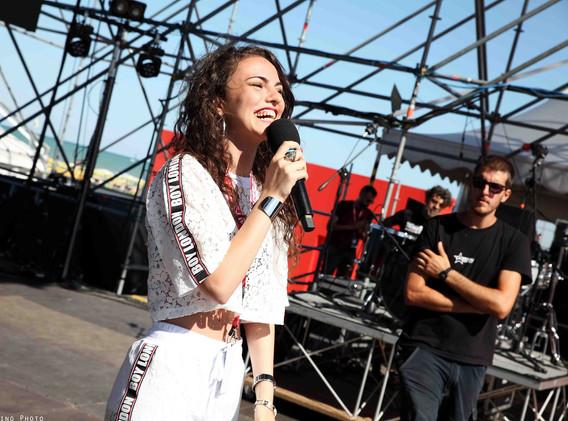 Silvia deejay on stage 19.jpg