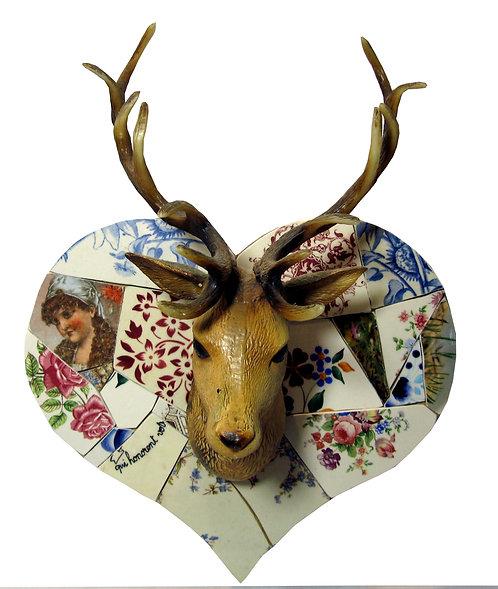 Trophée jeune cerf mosaïque de vaisselle