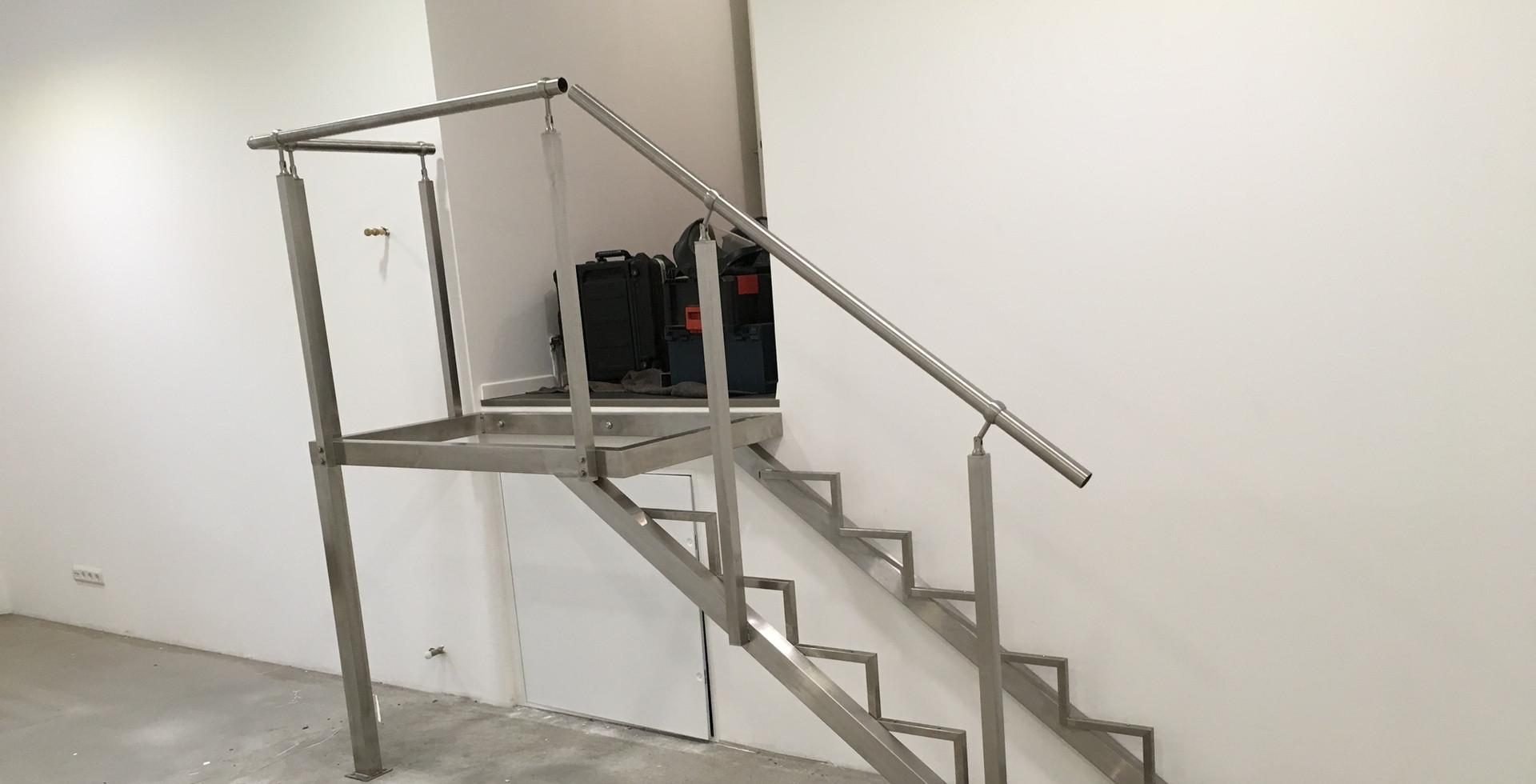 Edelstahl-Treppe mit Podest