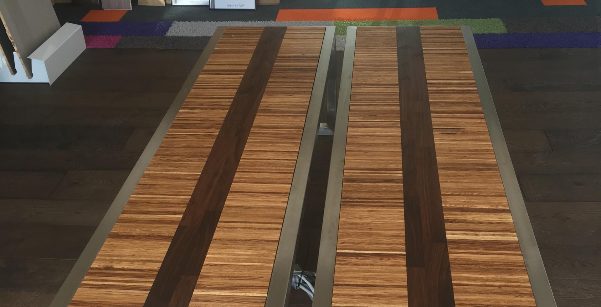 Stäbchenparkett mal anders, veredelt mit einem Streifen aus Nussbaum