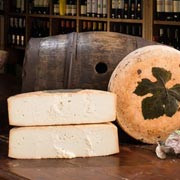 "The Ubriaco Prosecco DOC ""drunken cheese"" of Moro Formaggi launched by Waitrose UK"