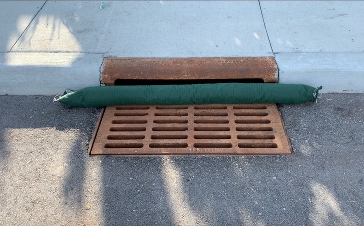 "18""x36"" Under-Grate Filter, with attached Curb Blocker"