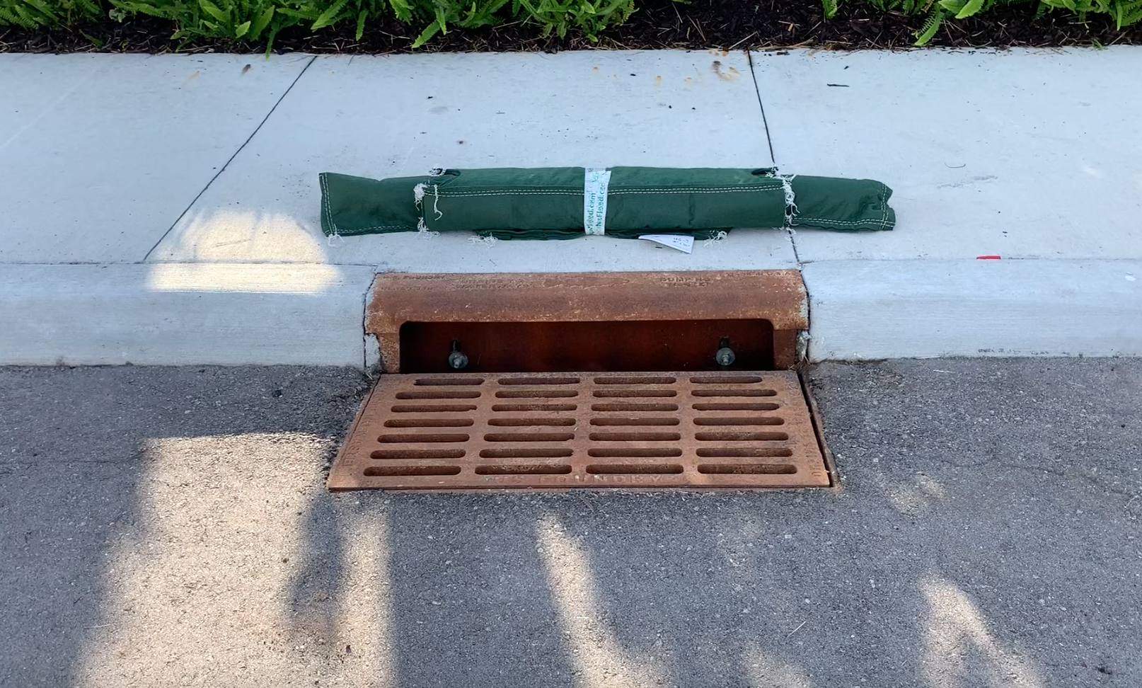"""18""""x36"""" Under-Grate Filter, with attached Curb Blocker"""