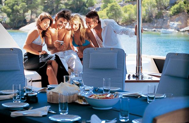 mega_yacht_charter