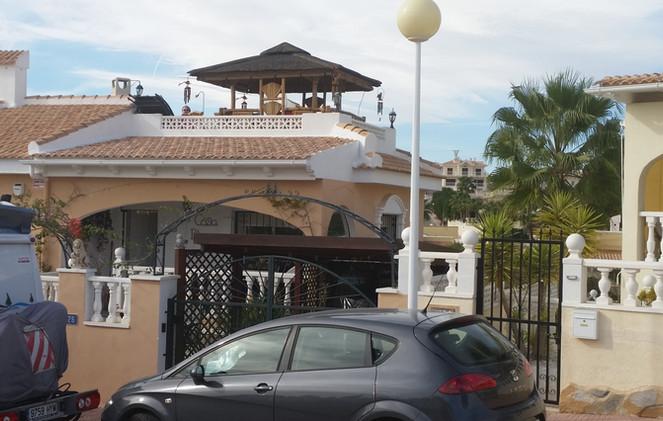 Tiki roof Bar