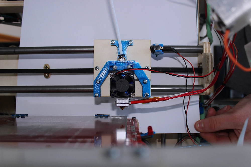 Drukarka 3D z własnoręcznie wydrukowanymi elementami