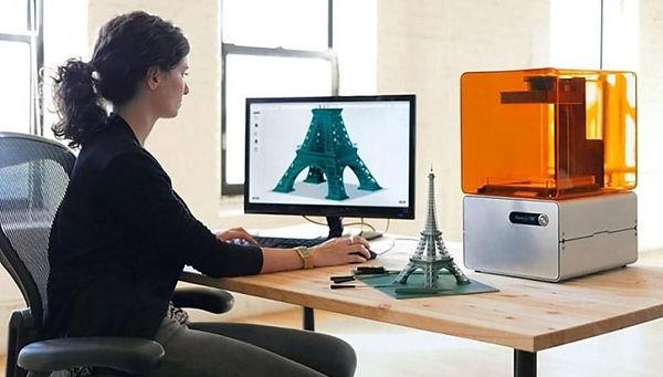 Proces projektowania i druku 3D żywicznego modelu wieży Eiffle'a
