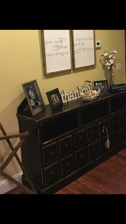 Customer shared a picture of the entryway table she bought from us