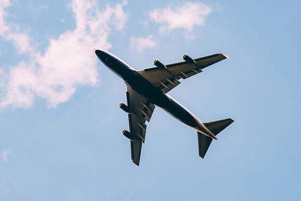 하늘에서 비행기
