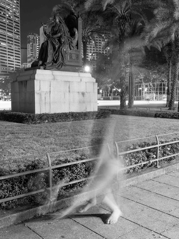 Self-portrait with statue of Queen Victoria, photograph.