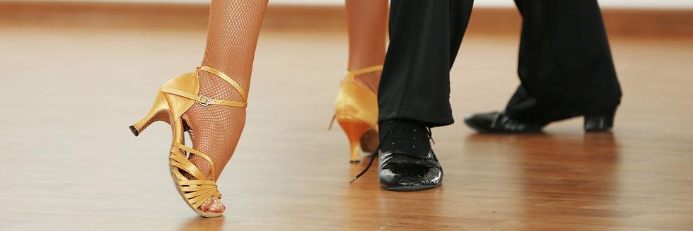 Dancing%20Salsa_edited.jpg