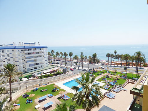 This beach apartment is the ideal holiday home boasting the most magnificent views of the Mediterranean and Benalmadena's Coastline.
