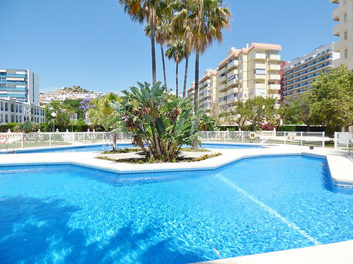 Beautiful modern beach apartment boasting the most magnificent views of the Mediterranean. Surrounded by bars, restaurants & shops 100 meters to beach