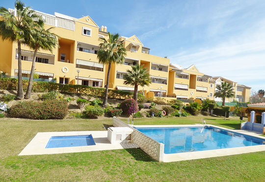 Beautiful 3 bedroom 2 bathroom beach apartment just 150 mtrs from the beach. Shops, bars & restaurants all on its doorstep. Quiet complex with communal pool and private parking.