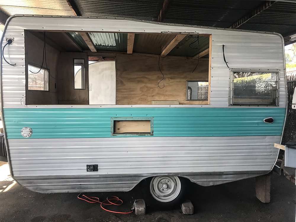 Alice, mobile bar construction.