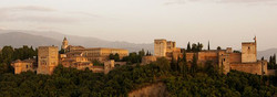 700px-Alhambra_in_the_evening