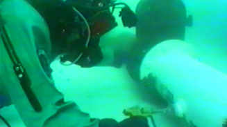 Painting underwater on pipe
