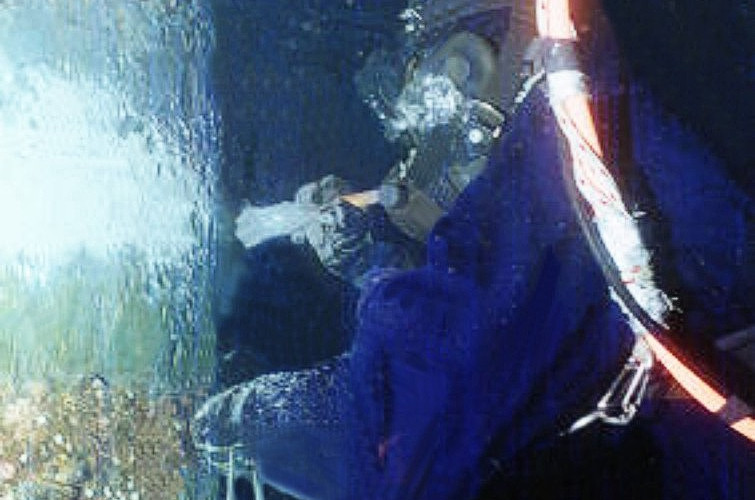 Diver using Alocit straight from can