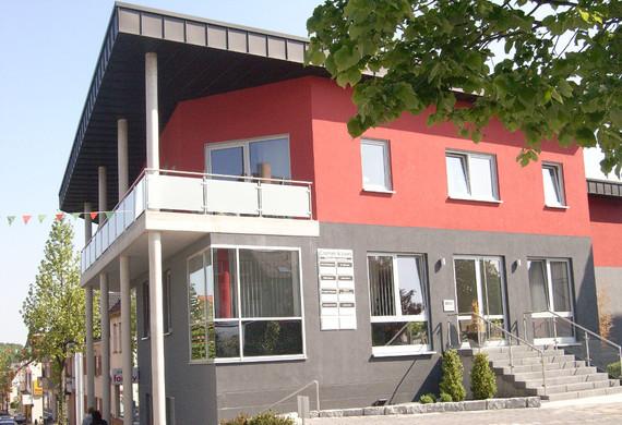 Geschäfts-& Wohnhaus