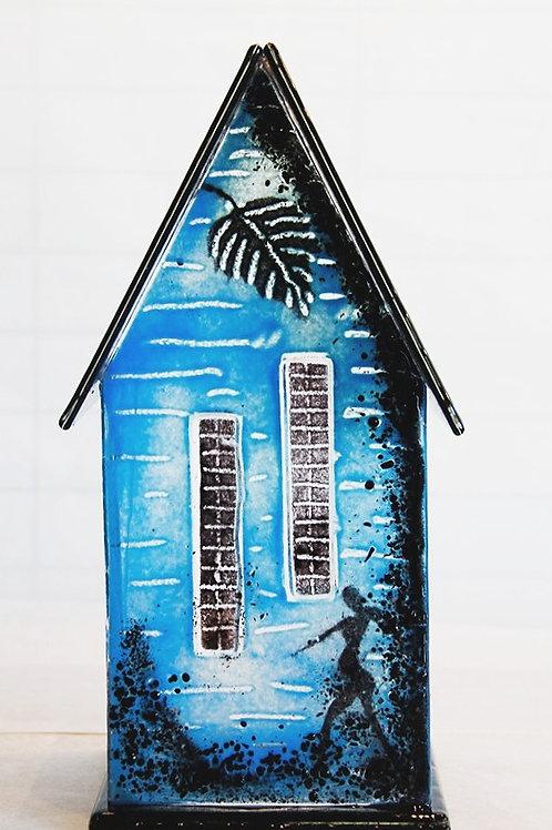 Glass house: 29cm