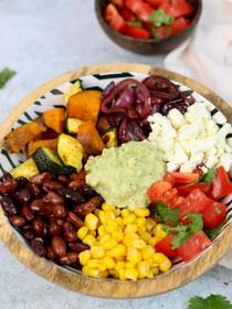Mexicaanse maaltijdbowl met avocadosaus & feta