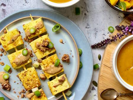 Smaakvolle vegetarische saté van Tofu