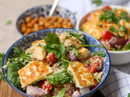 Vegetarische couscous met geroosterde kikkererwten en halloumi