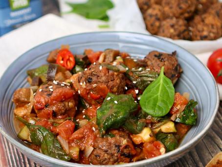 Eiwitbommetje! Vegetarische Köfte in groentesaus
