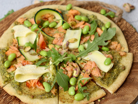 Courgette pizza met warm gerookte zalm