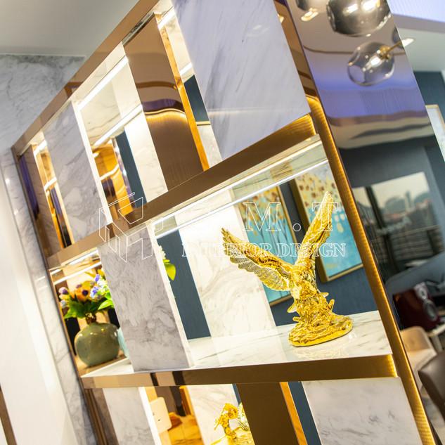 【 視覺美學盛宴 】  海之戀Ocean Pride  設計師將屋內每寸空間發揮到極致,從材料挑選,視覺美學,到融入智能家居的元素,配合屋主嚮往華麗氣派的路線,呈現出高貴淡雅,奢華舒適,仿如殿堂的質感。