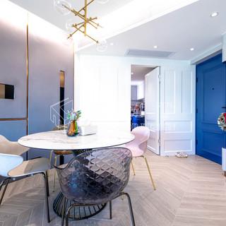 【大宅築感規劃】  帝柏海灣 Central Park  藍色,曾經在中世紀時代,只有歐洲貴族才能使用的顏料,感覺優雅內斂。這次案例中,設計師使用不同程度的藍色與中性色的配搭,展現屋主追求的高質感生活品味。