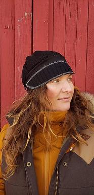 Chuncky black sweater flapper hat