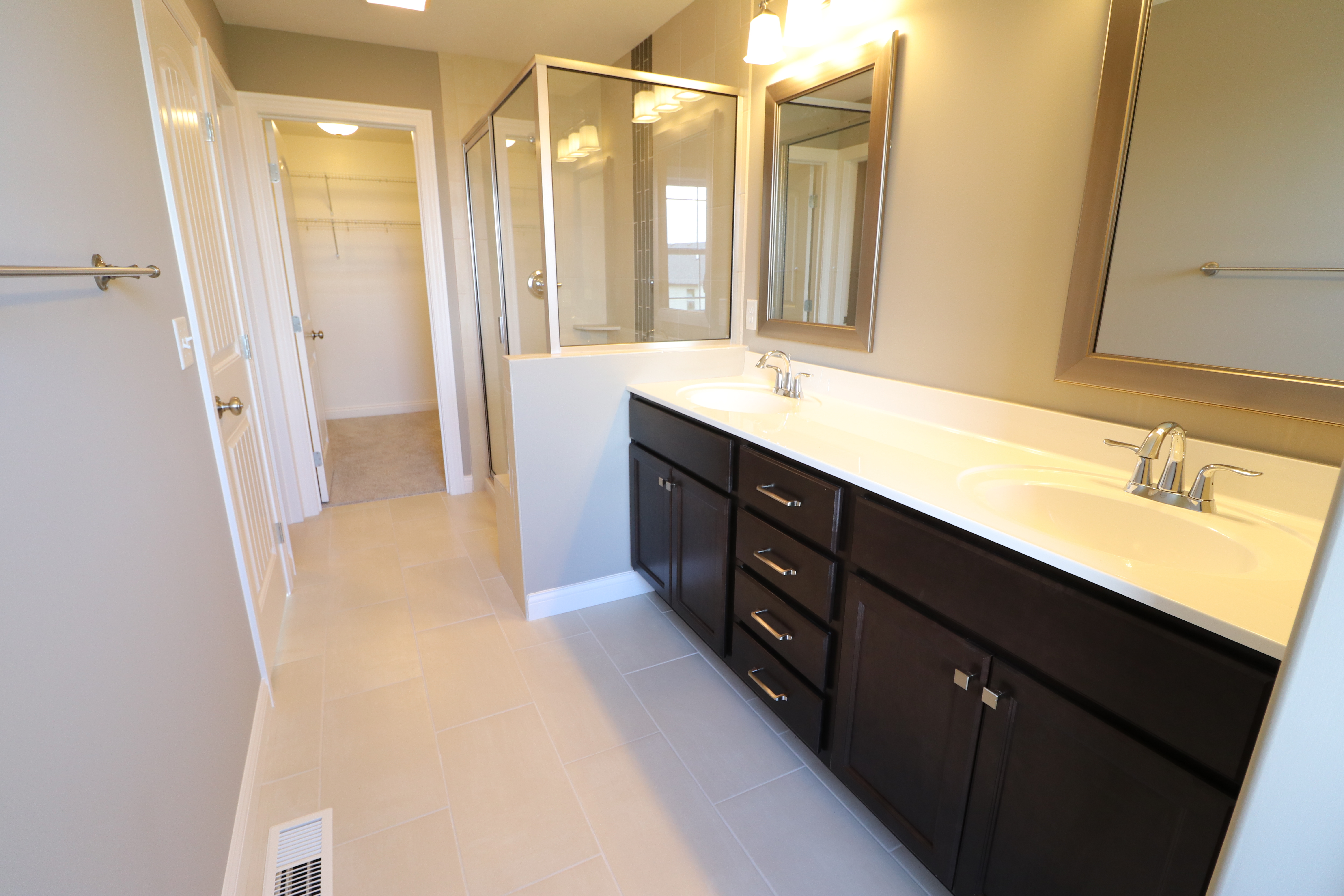 House for sale in the Dunlap peoria area bathroom