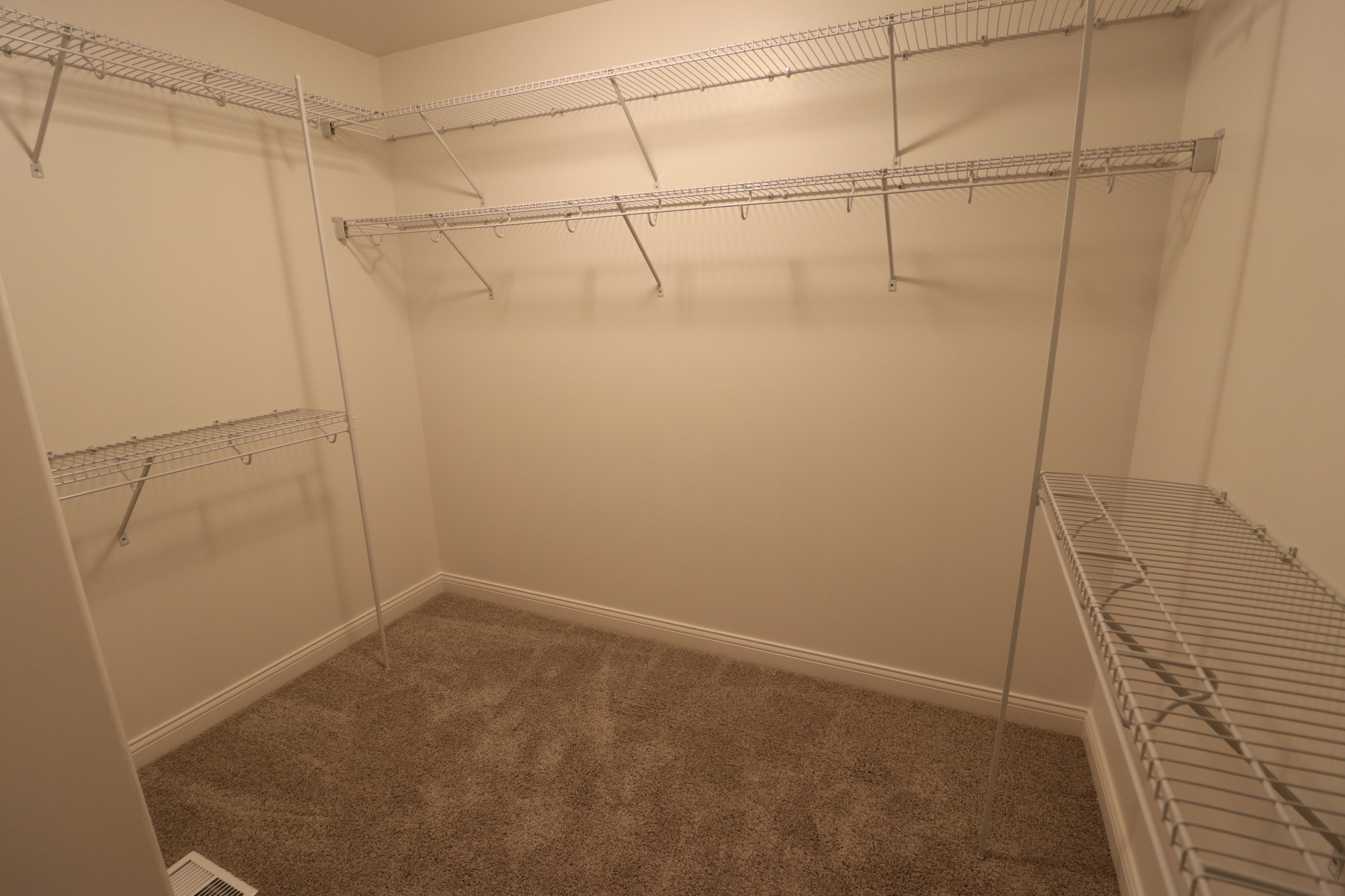 House for sale in the Dunlap peoria area big closet