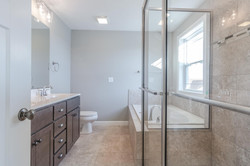 1815 Pfitzer master bath in Normal IL home for sale