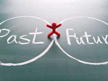 Vivemos como resultado do passado ou em razão do futuro?