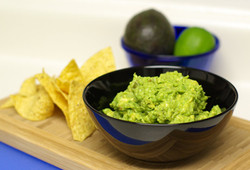 guacamole-with-green-chili-peppers-4015