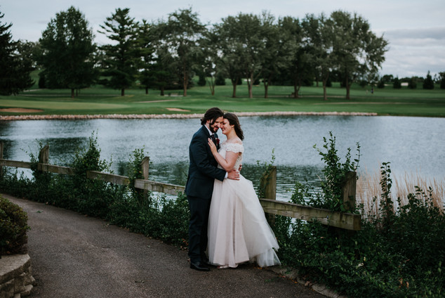 Remy and Leanna's bride and groom portraits at the Randall Oaks Golf Club In West Dundee, Illinois.
