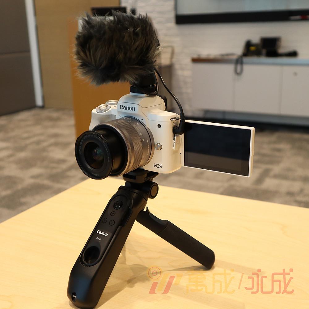 v新機預售期間可用特惠價$980 添購得拍拍攝錄Vlog三寶!包3腳架搖控手柄、防風收音咪毛毛及DM-E100立體聲機頂收音咪