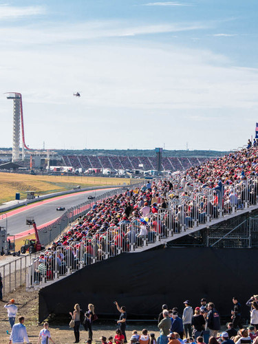 Crowds_at_Circuit_of_the_Americas.jpg