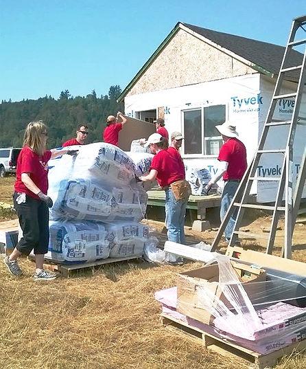 Image of Triumph Aerospace volunteers at H3-HopeHorsesNHeroes, Monroe WA