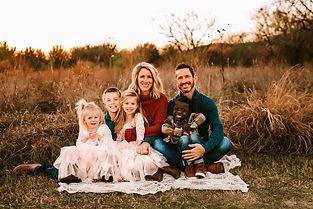 Pic Family Dec 2019 Cuernavaca Park Sitt